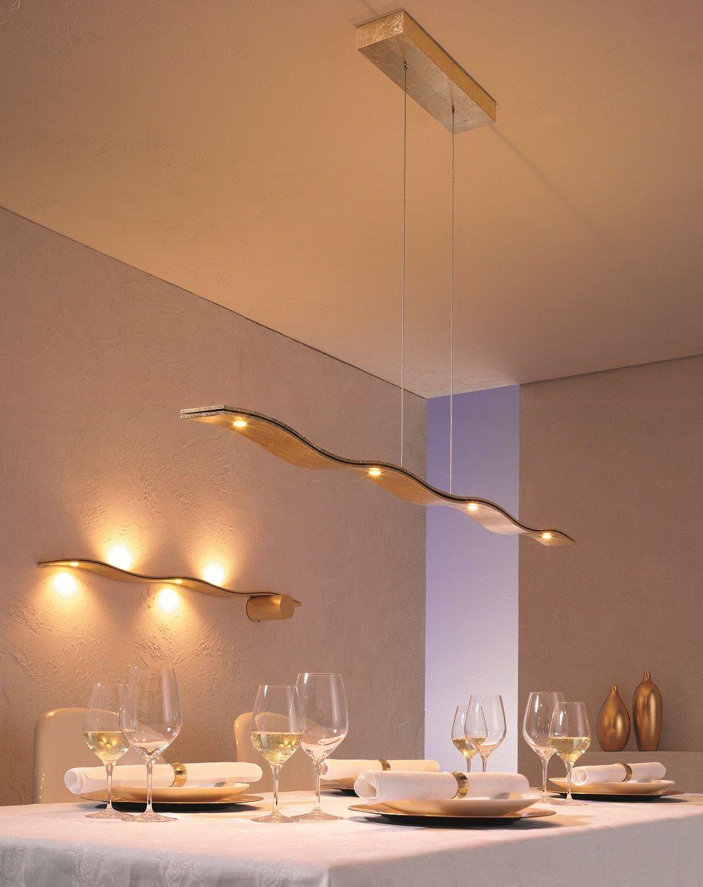 Angenehme Lichtatmosphäre am Esstisch mit modernen Pendelleuchten ...