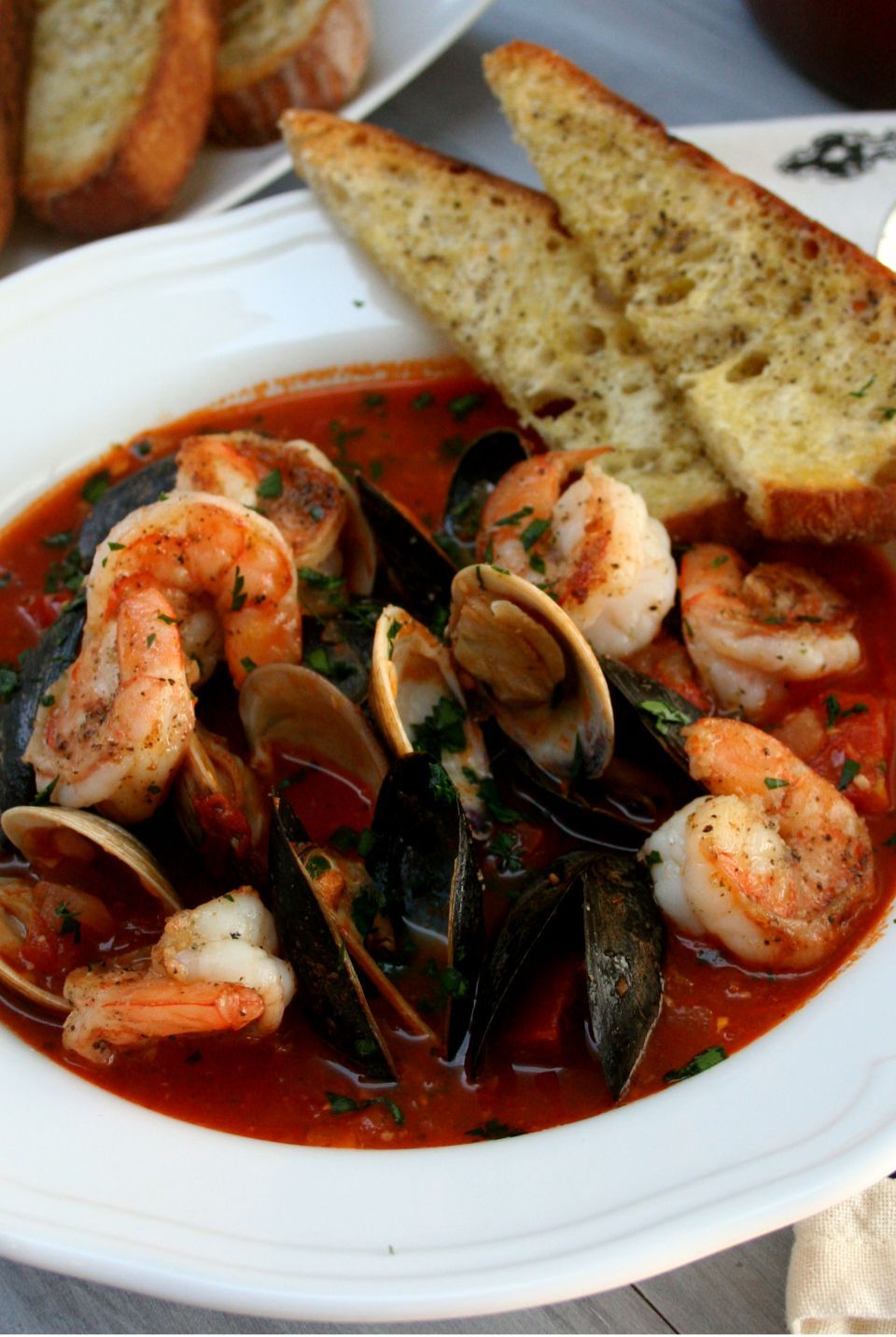Spicy Shrimp Cioppino is part of food-recipes - Spicy Shrimp Cioppino is the most soul warming, comforting and overall impressive meal you can make for a gathering, dinner party or holiday