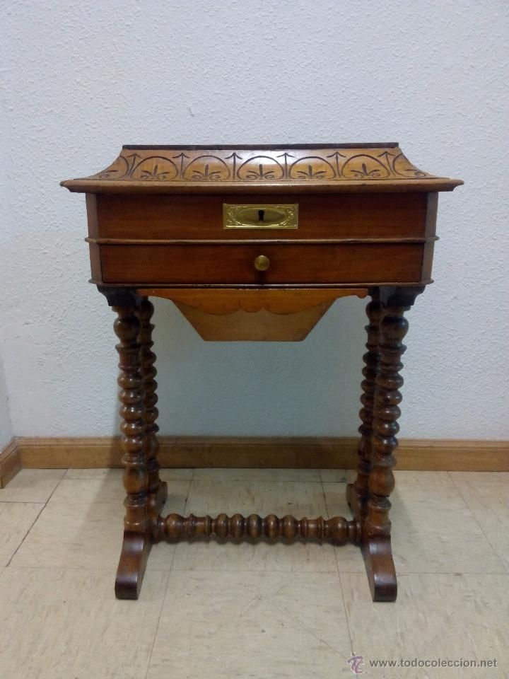 Antiguo costurero isabelino reci n restaurado 480 for Mueble costurero