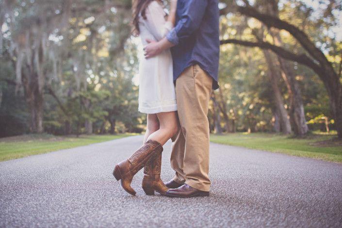 Charleston Plantation engagement portraits  | @billiejojeremy   #Charlestonengagement #photographers #engaged #shesaidyes #groom #bride #southernengagement #destinationphotographers #naturallight #vscoportraits #husbandandwife #engagementportraits #unique #authentic #love