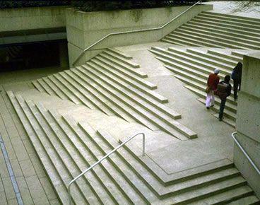 シンプルなデザインのバリアフリー階段 ランドスケープデザイン