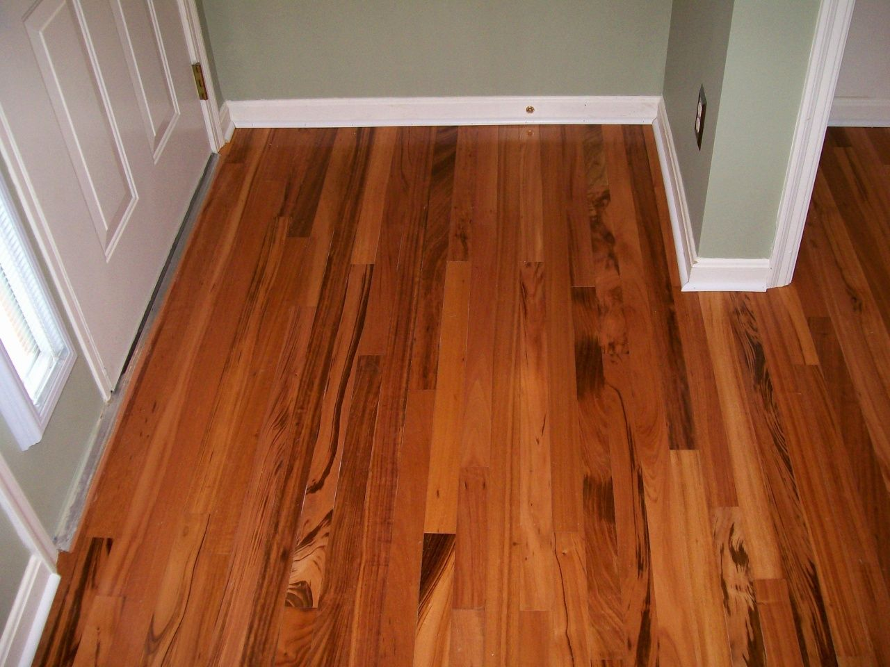 Peel and Stick Flooring Lowes in 2020 Flooring cost