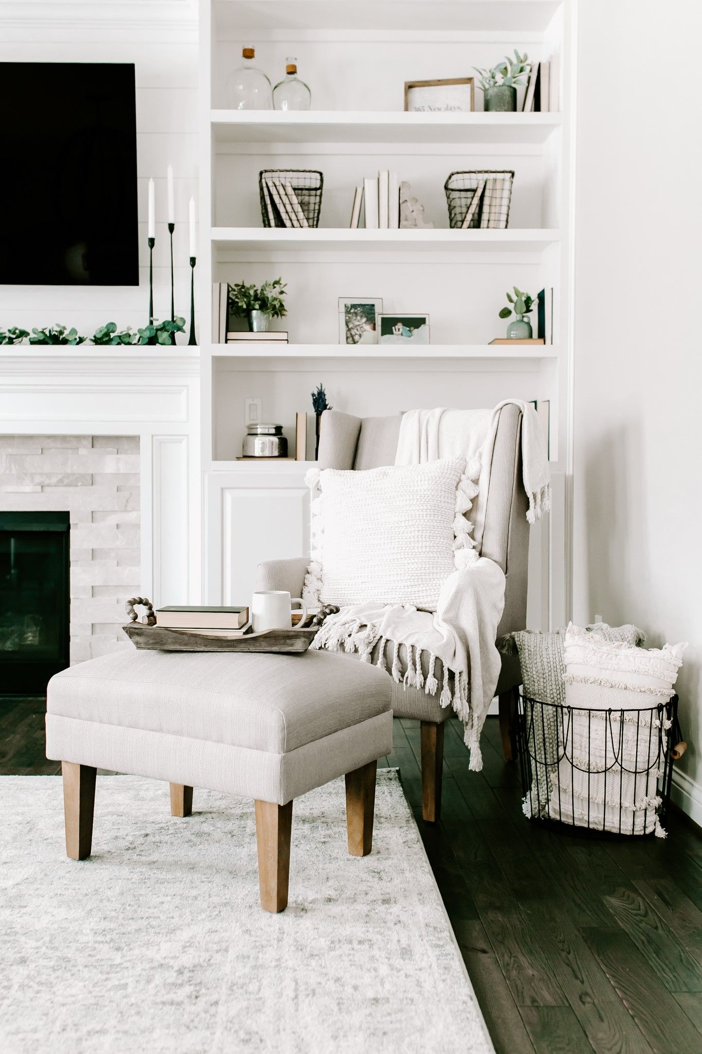 Best Loving This All White Living Room To Get A Living Area 400 x 300