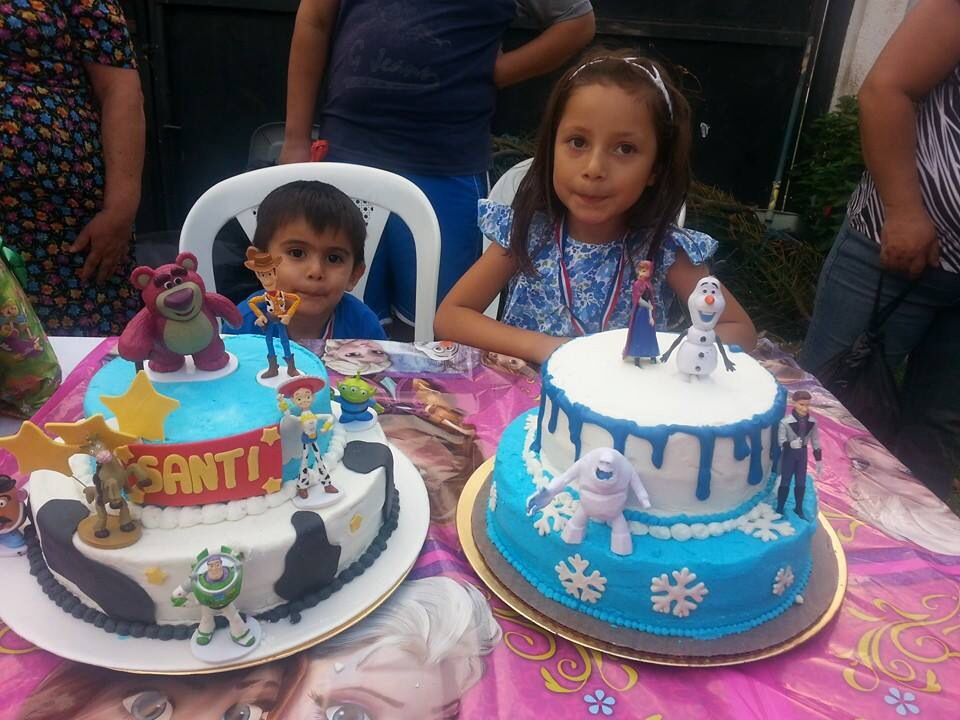 Toy story And frozen cakes