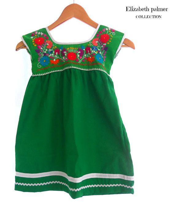 c837a62ed9700 Esmeralda mexicano hecho a mano bordado vestido túnica verde bebé Vestidos  Mexicanos Para Niña