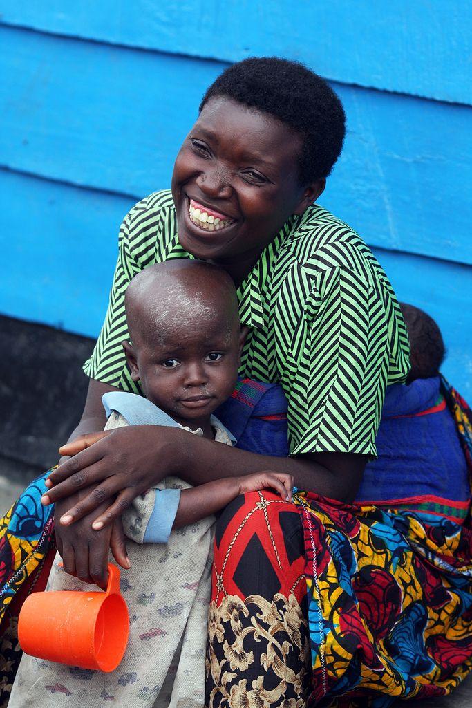 mother and child refugees   Flickr