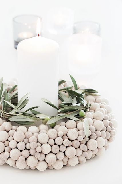 wood bead wreath DIYIdeasLamps Pinterest Kränze, Weihnachten