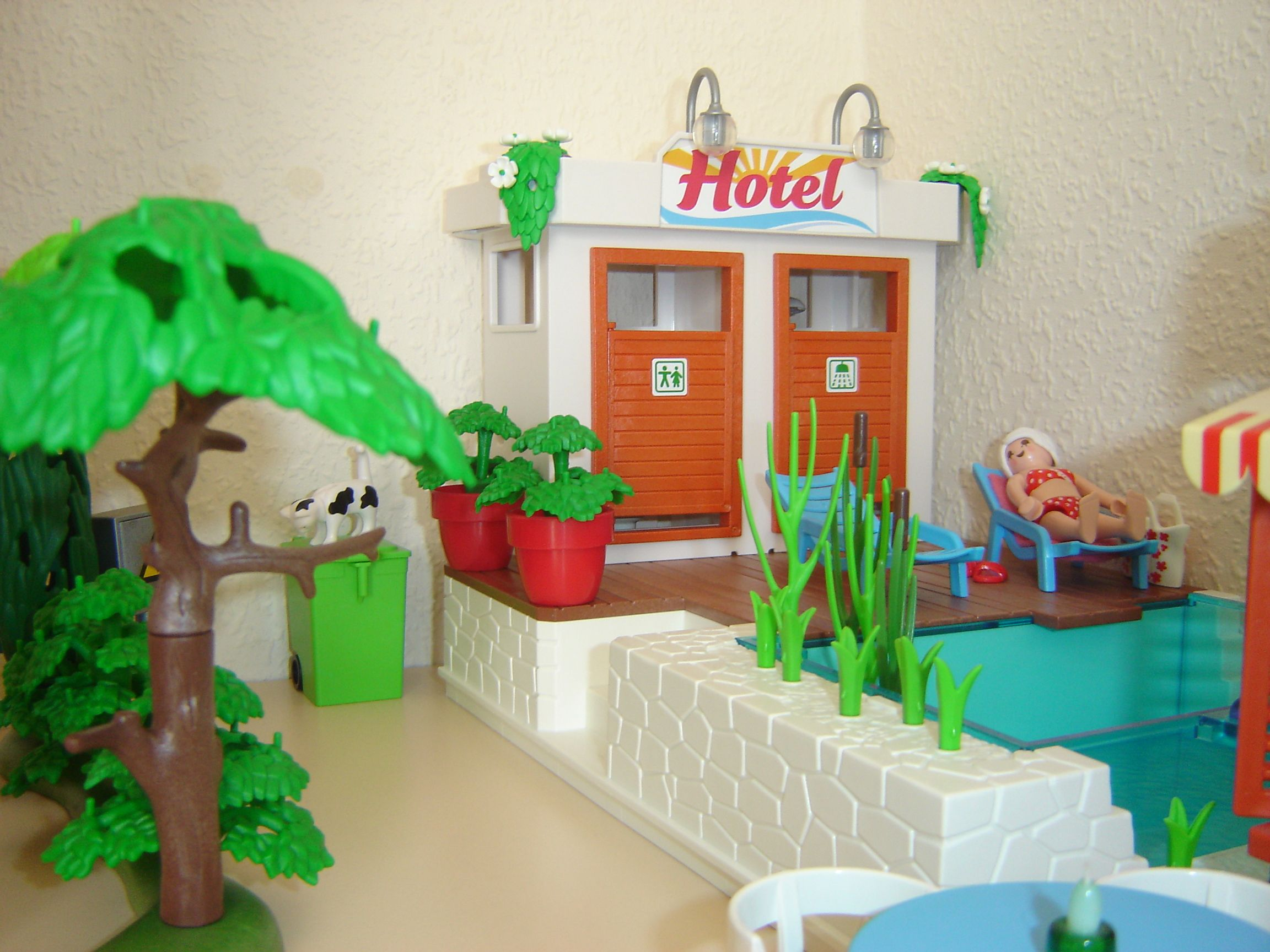 Hotel grounds swimming pool changing rooms playmobil - Playmobil swimming pool best price ...