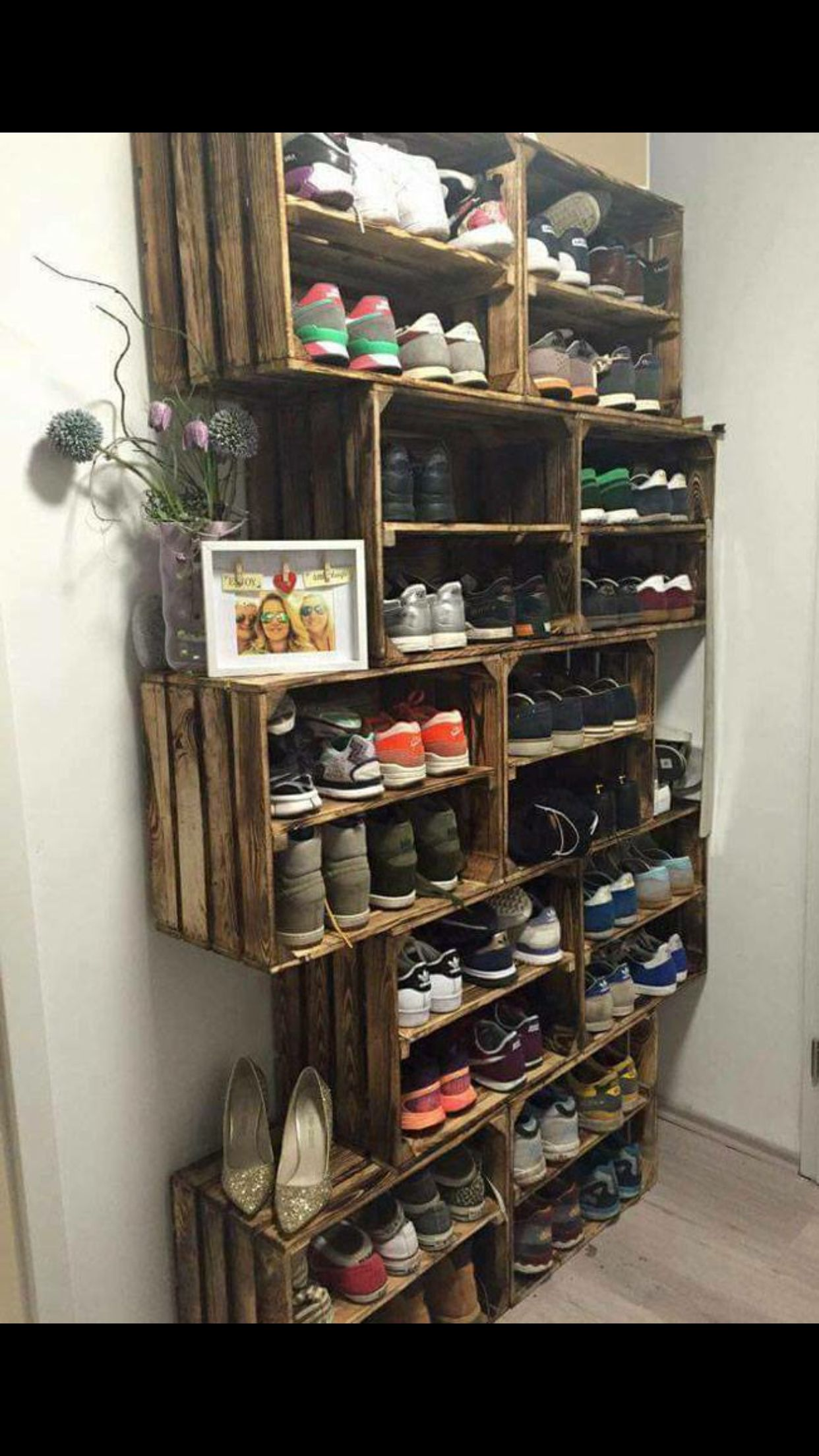 Shoe rack idea use crates dream home pinterest for Armario zapatero giratorio