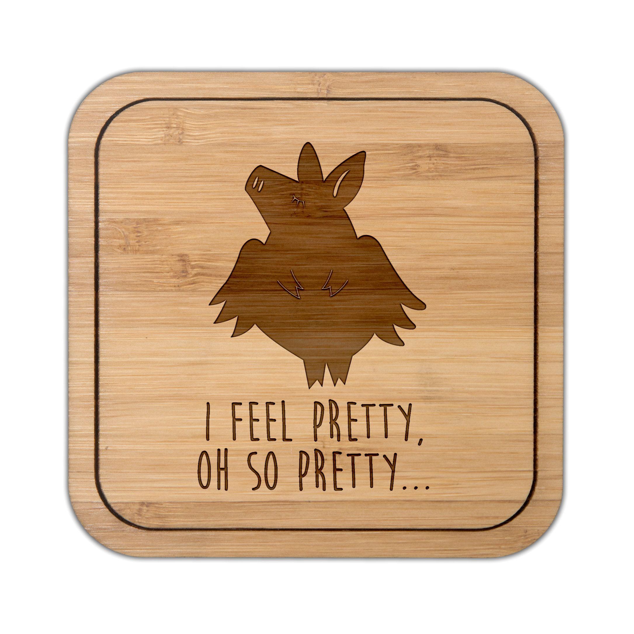 Untersetzer quadratisch Genießerglücksschwein aus Bambus  Coffee - Das Original von Mr. & Mrs. Panda.  Diese quadratischen Untersetzer mit abgerundeten Kanten sind ein besonderes Highlight auf jedem Esstisch. Jeder Gläser Untersetzer wurde mit viel Liebe handgefertigt und alle unsere Motive sind mit besonders viel Hingabe von unserer Designerin gestaltet worden.    Über unser Motiv Genießerglücksschwein  Das Schwein steht als Symbol für Glück, deshalb sind Schweine als Glücksbringer sehr…