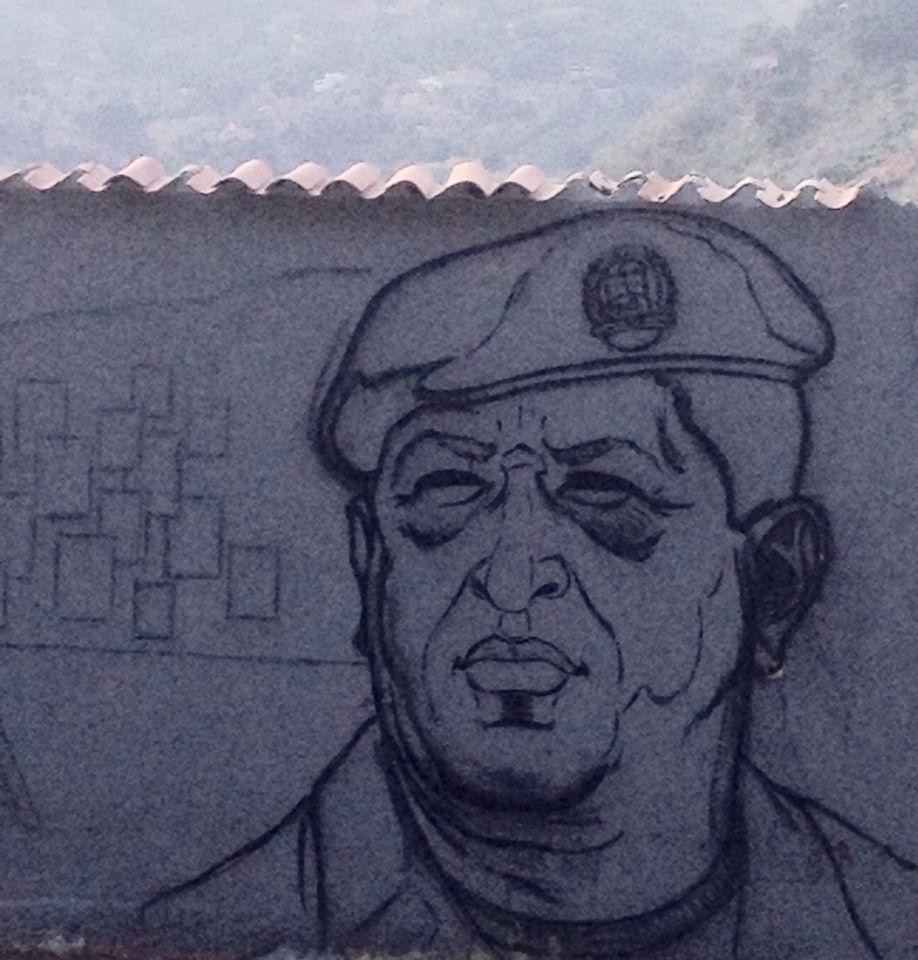 Cmdt. Presente  Mural en autopista Ccs - La Guaira