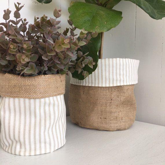 Klassieke beige stripe Hessiaan pot plant tas door restoregrace