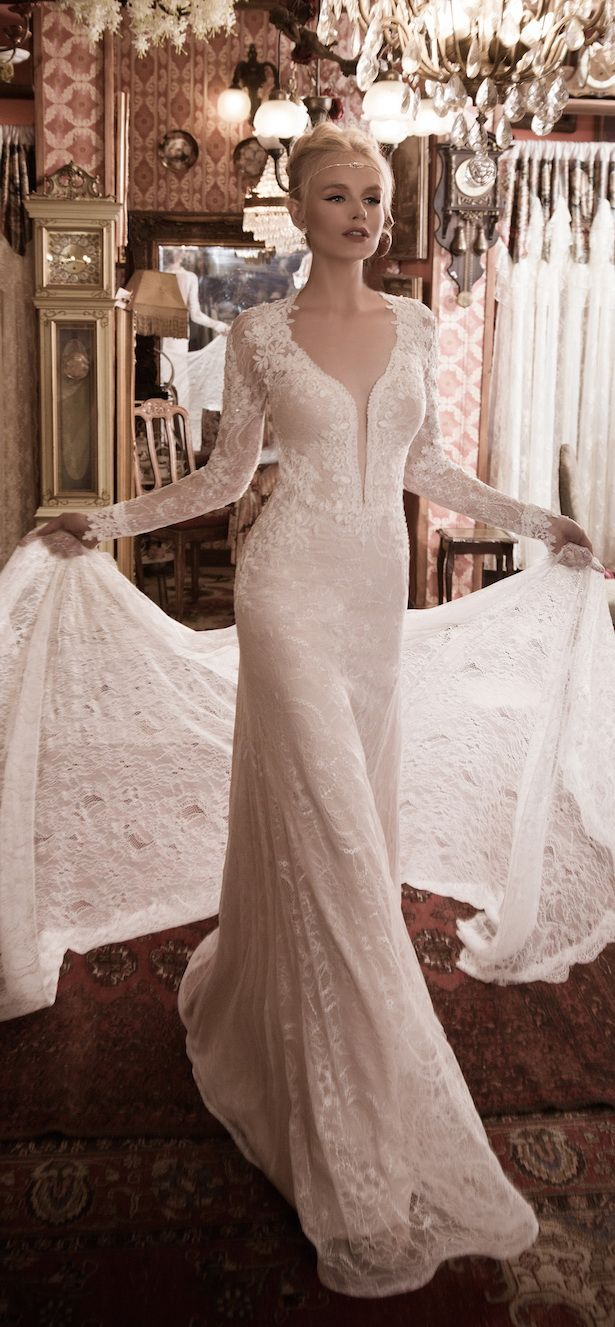 Naama and Anat Fall/Winter Wedding Dresses 2016 | http://www.tulleandchantilly.com/blog/naama-anat-fallwinter-wedding-dresses-2016/