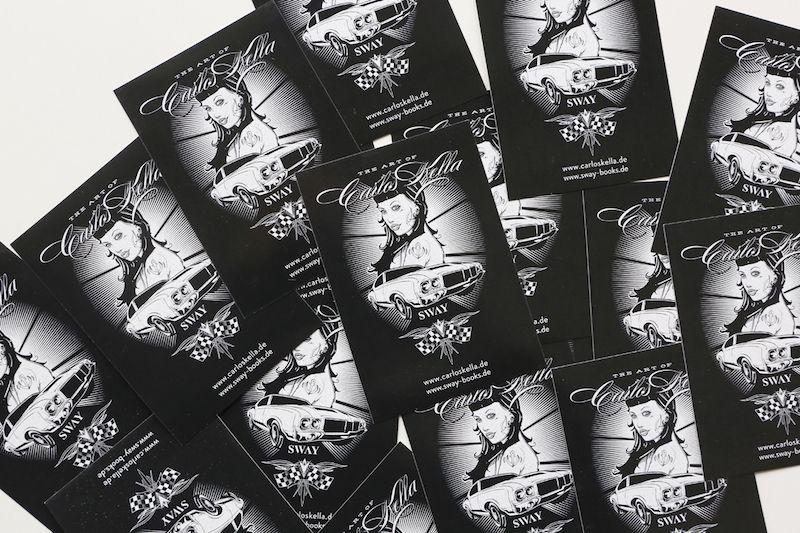 Wieder da - Der CARLOS KELLA OUTDOOR-STICKER! Nachdem die Erstauflage vergriffen war, ist er nun endlich wieder erhältlich! Der Carlos Kella | Photography selbstklebende Outdoor-Sticker mit einem Artwork von Steve Santana Vorderseite mit glänzendem UV-Lack veredelt. Format: DIN A 7 (7,4 x 10,5 cm) Preis: 2,- Euro (inklusive MwSt., zuzügl. Versandkosten) (Ab 2 Stück nur noch 1,50 Euro/Stück!) ==> Hier bestellen: http://sway-books-shop.de/Carlos-Kella-Sticker