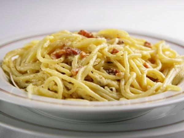 Já experimentou espaguete de pupunha à carbonara? É uma tentação saudável! #comidafit #espiralizador #comidasaudável #comidalight #comidaitaliana