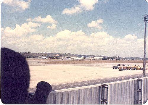 https://flic.kr/p/bg3Je | Concorde no Guararapes 1 | Outubro de 1985. François Miterrand e sua comitiva chegam ao Recife em dois Concordes da Air France.