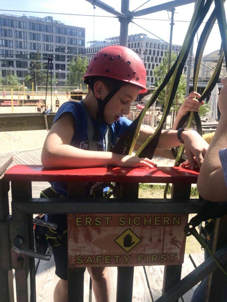 Klettern Im Hochseilgarten Mountmitte Berlin Tipp Mit Kindern Berlin Tipps Tipps Kinder