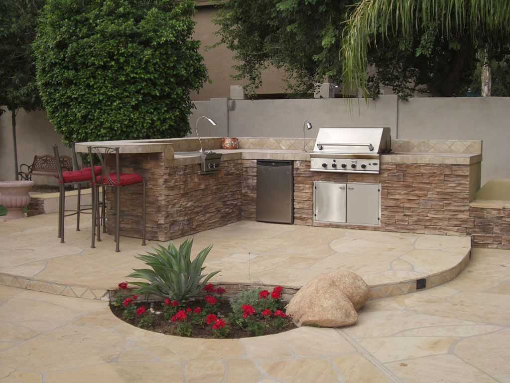 New patio design beautiful gardens or patio excellent low for Outdoor kitchen wall ideas