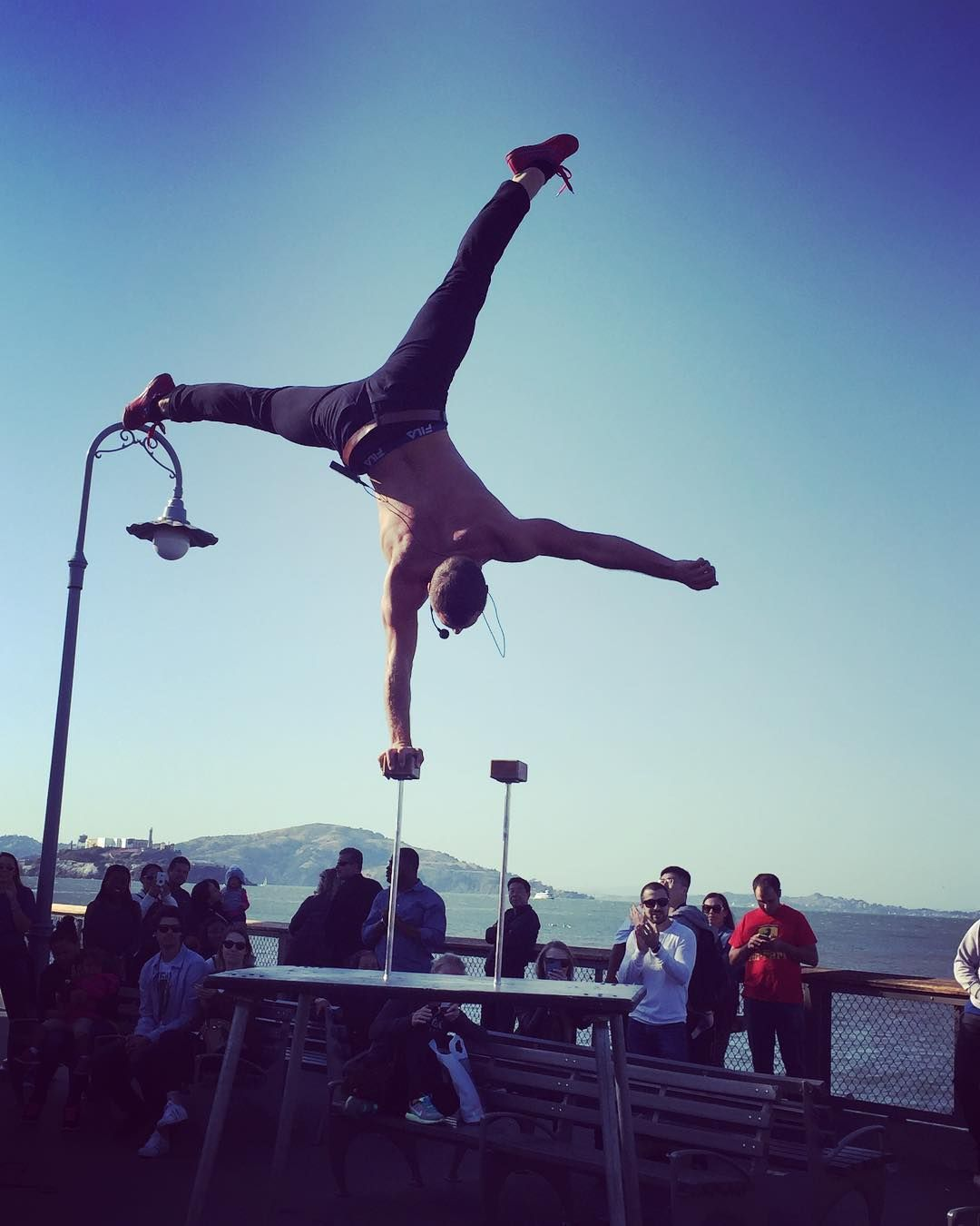 Amazing street performance by @orion_griffiths in #sanfrancisco #memorialdayweekend #vacation #bayarea #fishermanswharf #performance #streetperformer #photography #circus http://tipsrazzi.com/ipost/1524350403779662457/?code=BUnlJ2qgpJ5