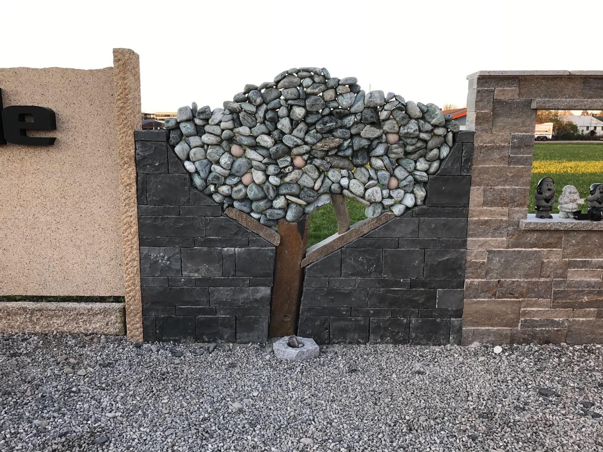 Was Fur Eine Wunderschone Idee Fur Die Gestaltung Der Steinmauer Aus Naturstein Trockenmauer Ziersteine Naturst Natursteine Natursteine Garten Trockenmauer