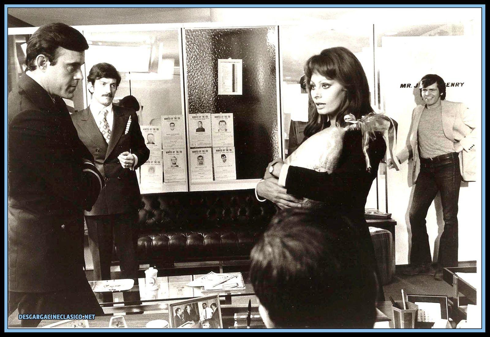 Sophia Loren Y William Devane En La Mortadela 1971 Sophia Loren Sophia Loren Lynda Carter Actresses
