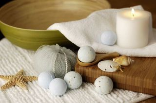 REALLY good explanation of how to make a bath bomb!