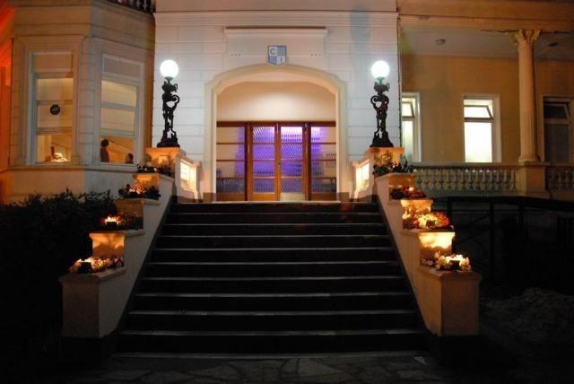 Las Escaleras En Un Salón De Fiesta No Sólo Generan Un Clima