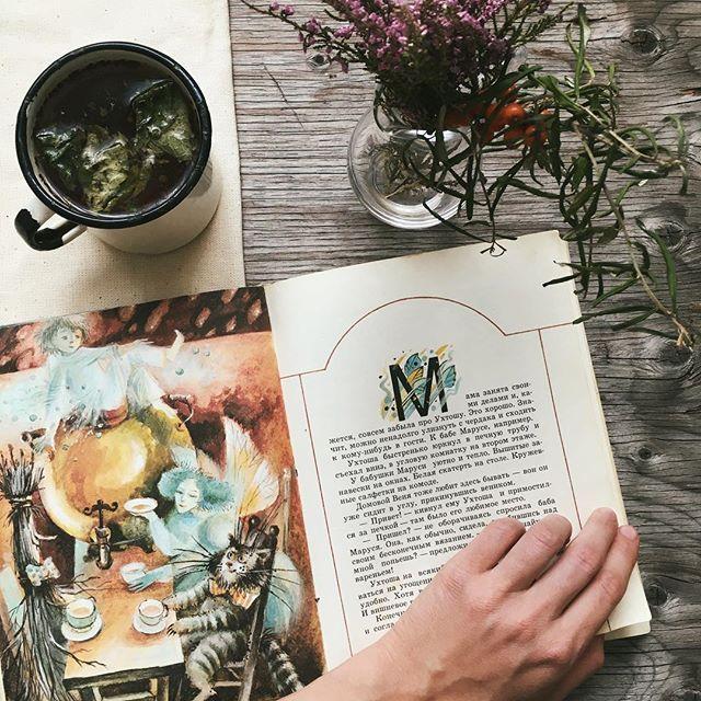 WEBSTA @ uliavarezhka - волшебница @sophie2spell рассказала о книжном обмене, а я предлагаю принять участие вам 🌿 ведь так здорово получить по почте неожиданную книжку и самому поделиться чем-то дорогим сердцу (особенно осенью). пишите в директ за подробностями #savetheculture