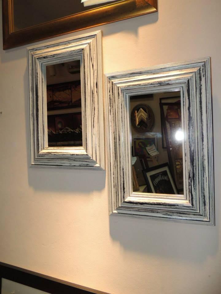 Pareja de espejos con marco vintage decape blanco y betun for Espejos con marco de madera blanco