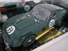 Ferrari 250 GTO (1962) Rechtslenker #33 Rennbeklebung Startnummer #33 Scheinwerferabdeckung in grün Speichenfelgen in grün Lenkung funktionstüchtig alles zum öffnen Maßstab: 1:18 Farbe: grün Hersteller: Bburago