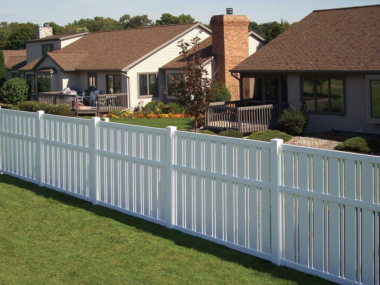 How to Replace Vinyl Fence Panels: 3 Easy Steps   White