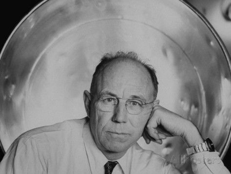 alfred-eisenstaedt-mit-professor-and-inventor-of-strobe-light-harold-e-edgerton.jpg 473 × 355 pixels