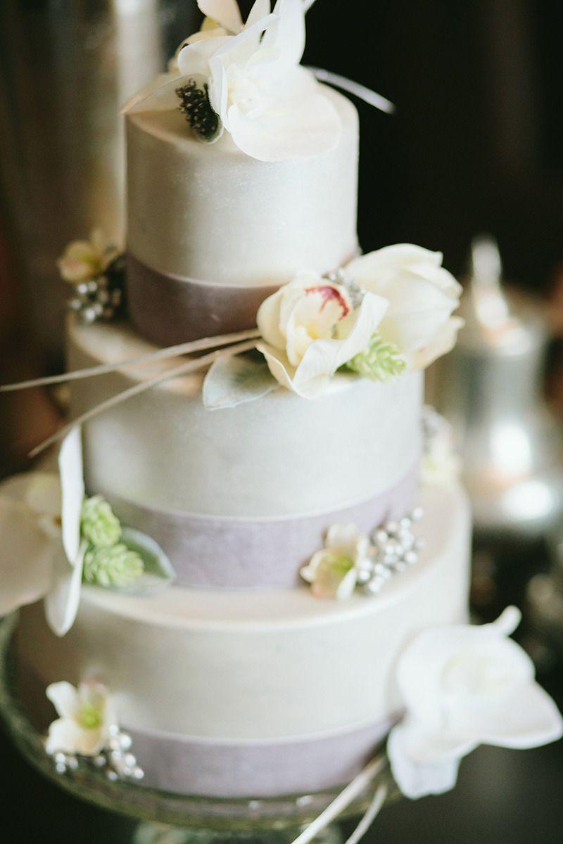 Designer makeover for your anniversary wedding cake wedding