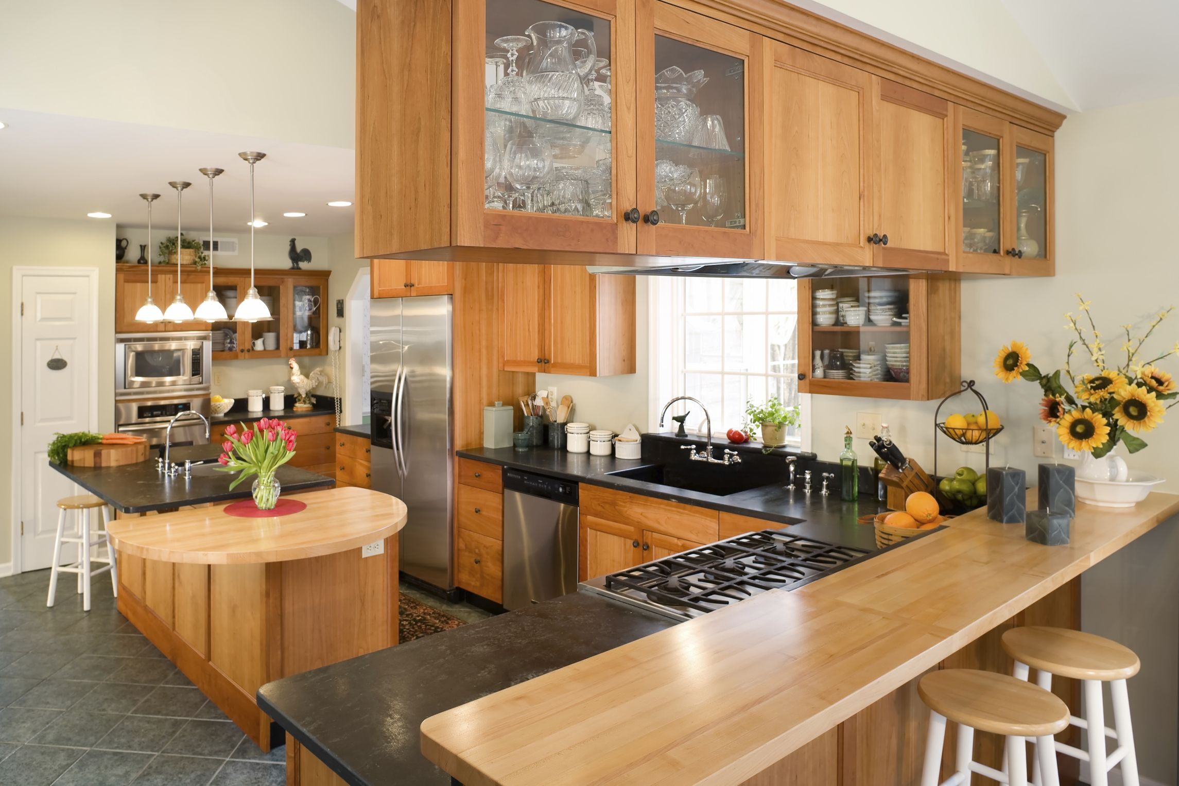 What Ceramic Tile Matches Honey Oak (With images