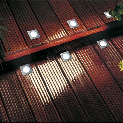 kit de 4 spots led encastrables dans les lattes de bois d 39 une terrasse spots carr s pour une. Black Bedroom Furniture Sets. Home Design Ideas