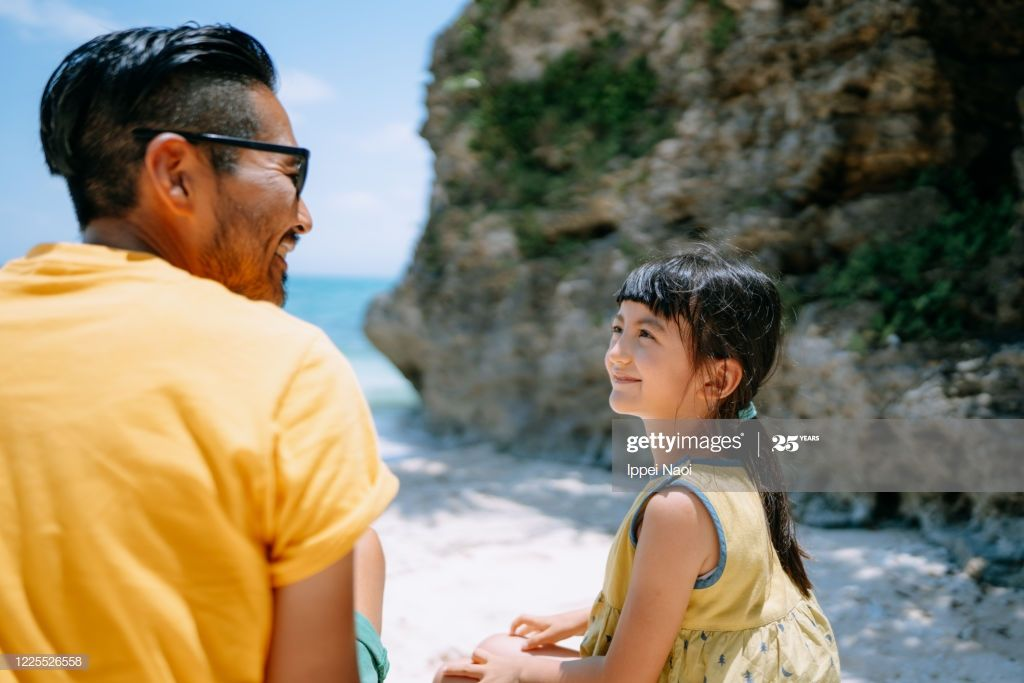 Rear View Of Father And Young Daughter Sitting On Tropical Beach And Tropical Beach Japan Photography Okinawa Japan