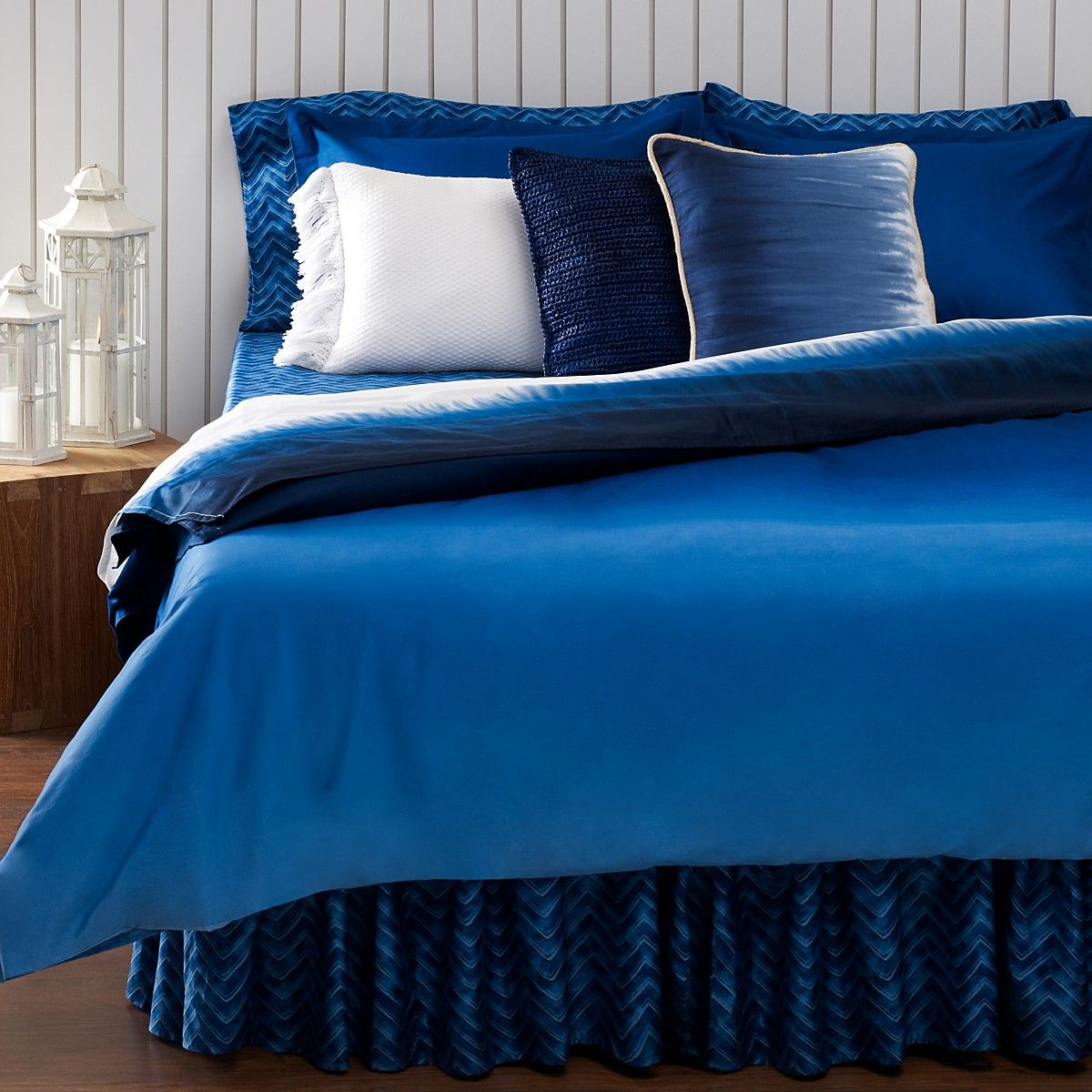 beautiful area ideas top luxury brands decorative century transitional crate mid sets abstract design modern comforters vanity for bloomingdales flooring pillows cozy covers cool king size duvet and rug plus nice comforter bed wood linen barrel lowes tufted armchairs bedroom with