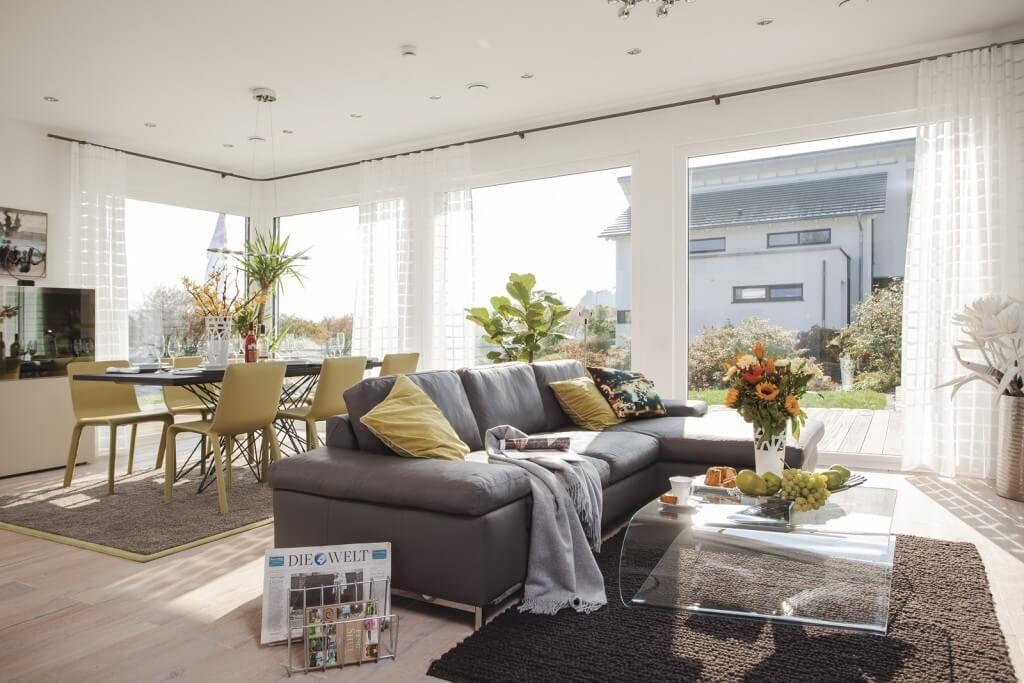 Haus City Life 700 - WeberHaus - Wohnzimmer mit großzügiger - gemütliches sofa wohnzimmer