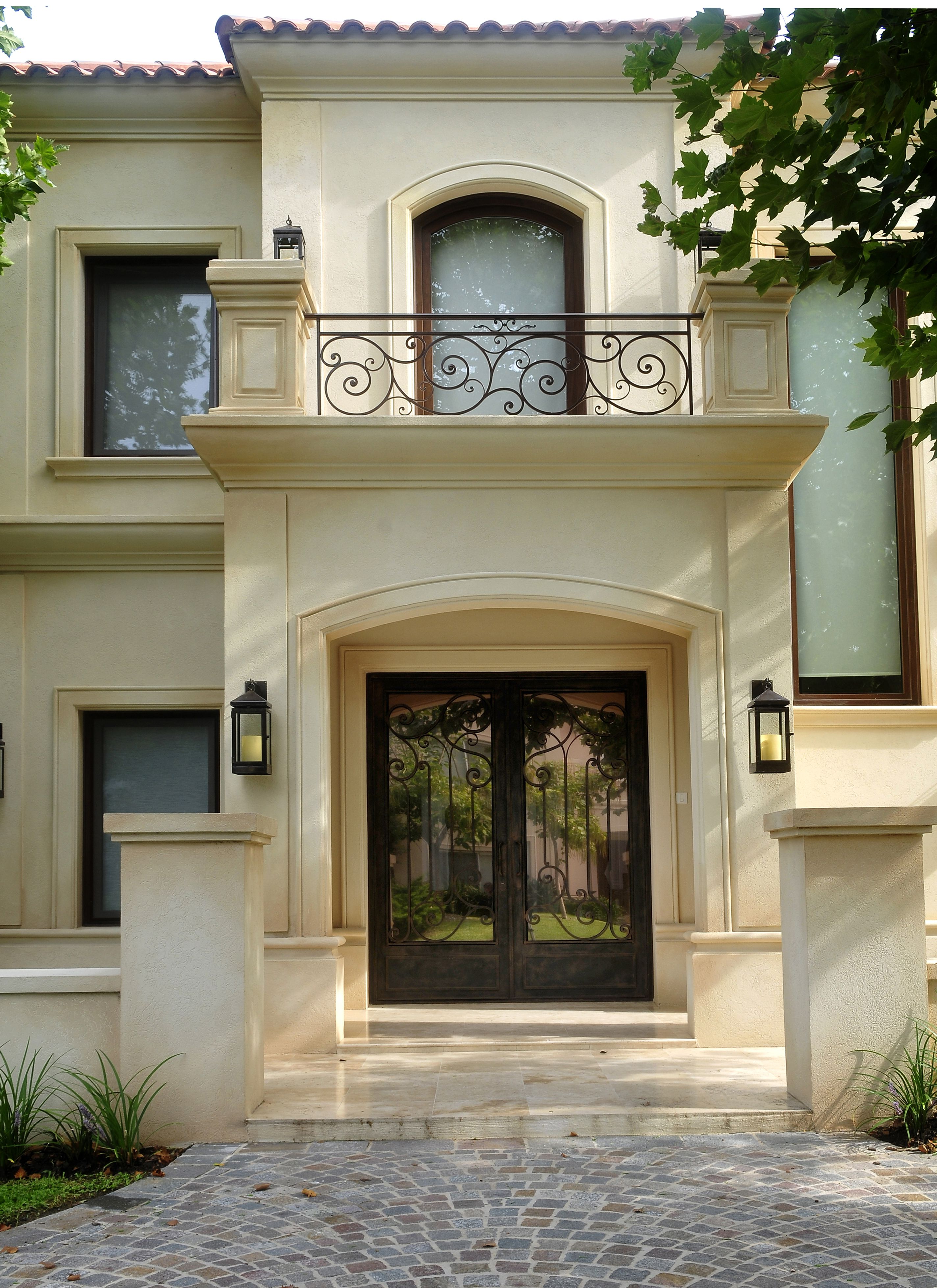 Obra fernandez borda arquitectura puerta de hierro for Puertas hierro exterior
