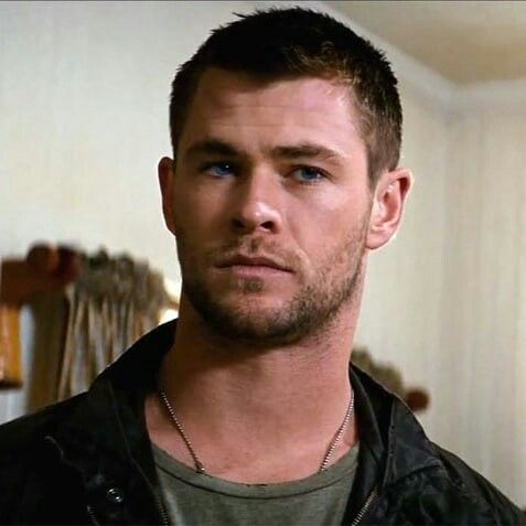 Red dawn Chris *.* Chris hemsworth thor, Chris