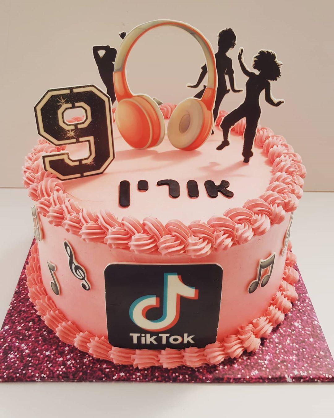 ה Tik Tok מכה שנית 12th Birthday Cake Birthday Cakes For Teens Candy Birthday Cakes