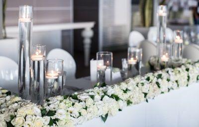 Tavolo Matrimonio ~ Matrimonio in spiaggia elegante allestimento tavolo sposi total