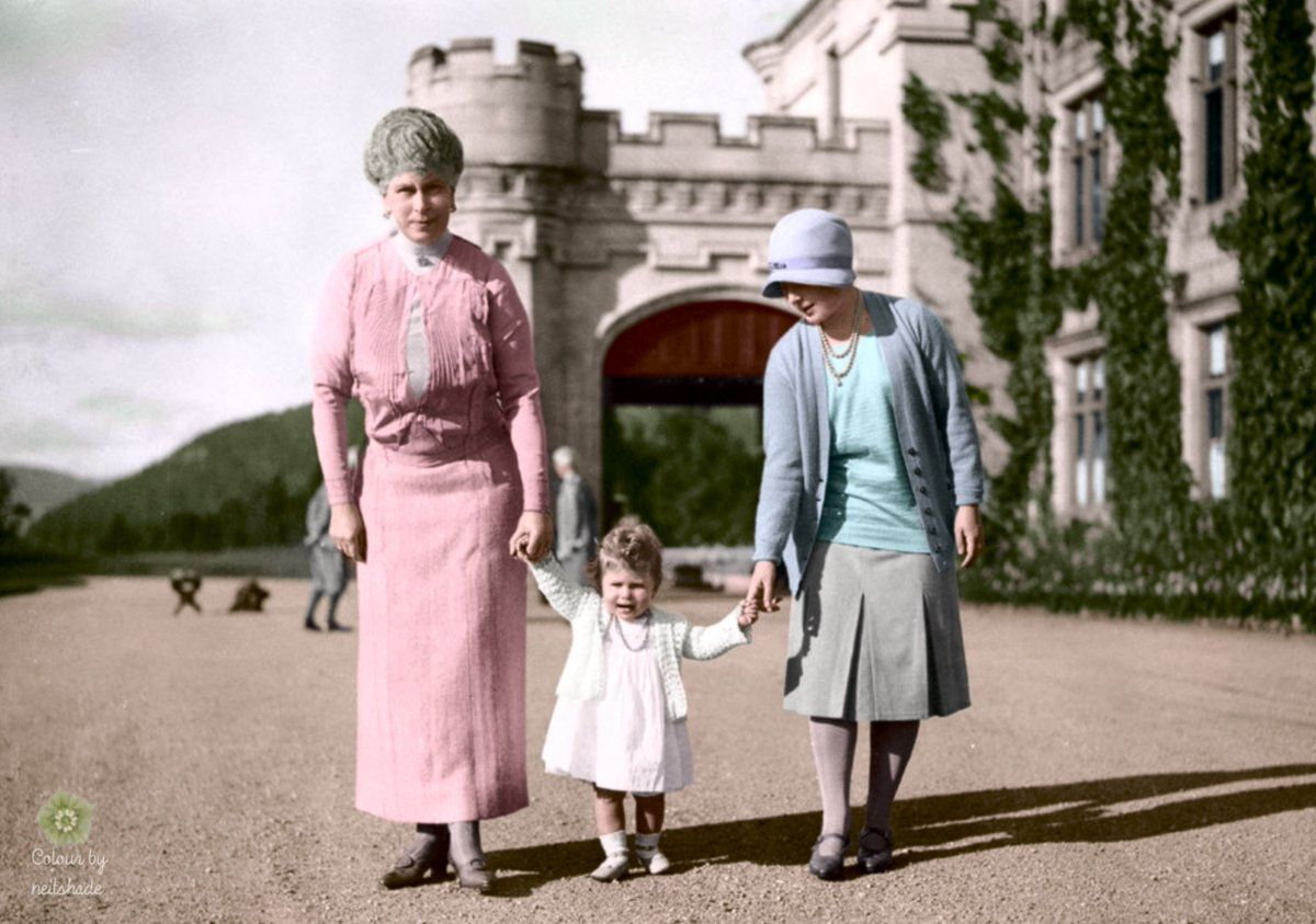 RoyalistSupporter (@ProRoyalFamily) on Twitter: Queen Mary, Princess Elizabeth (later Queen Elizabeth II) and the Duchess of York (later Queen  Elizabeth), circa 1927