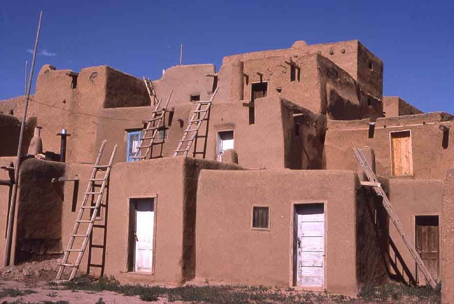 Pueblo They Are Common To The Southwest Desert The Earth Coloured Distinctive Adobe And Stucco Houses Rese Native American Projects Pueblo House Stucco Homes