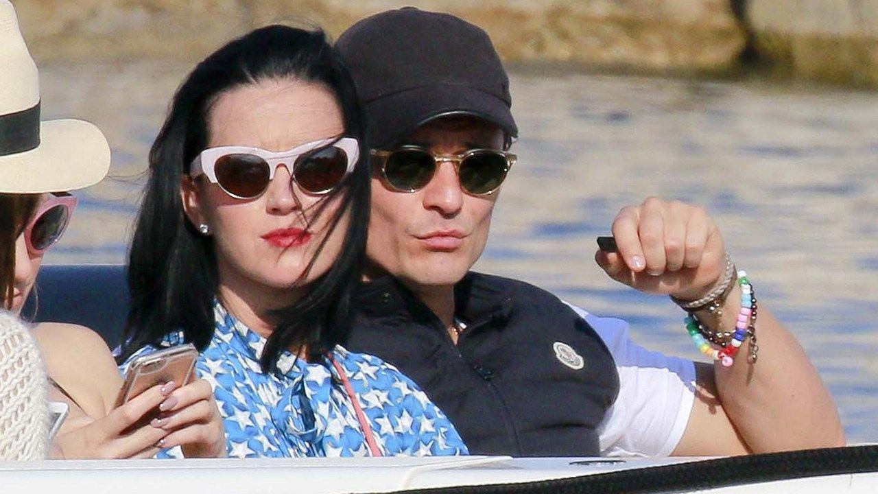 Katy Perry and Orlando Bloom Get Cuddly in Cannes -- See the Pics! - http://thisissnews.com/katy-perry-and-orlando-bloom-get-cuddly-in-cannes-see-the-pics/