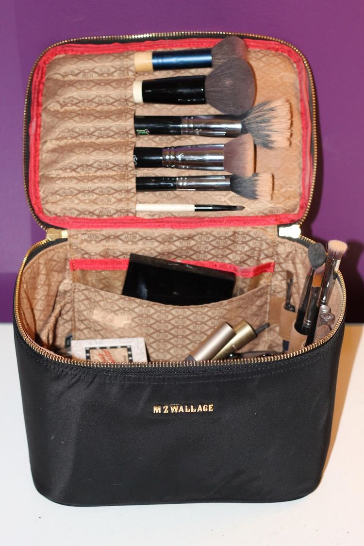 pinterest nikeg0ld☽☼♔ Whats in my makeup bag, Makeup