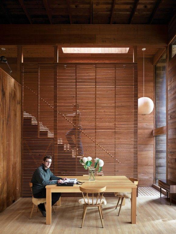 Casa de madera con separador de madera en escalera - Separador de madera ...