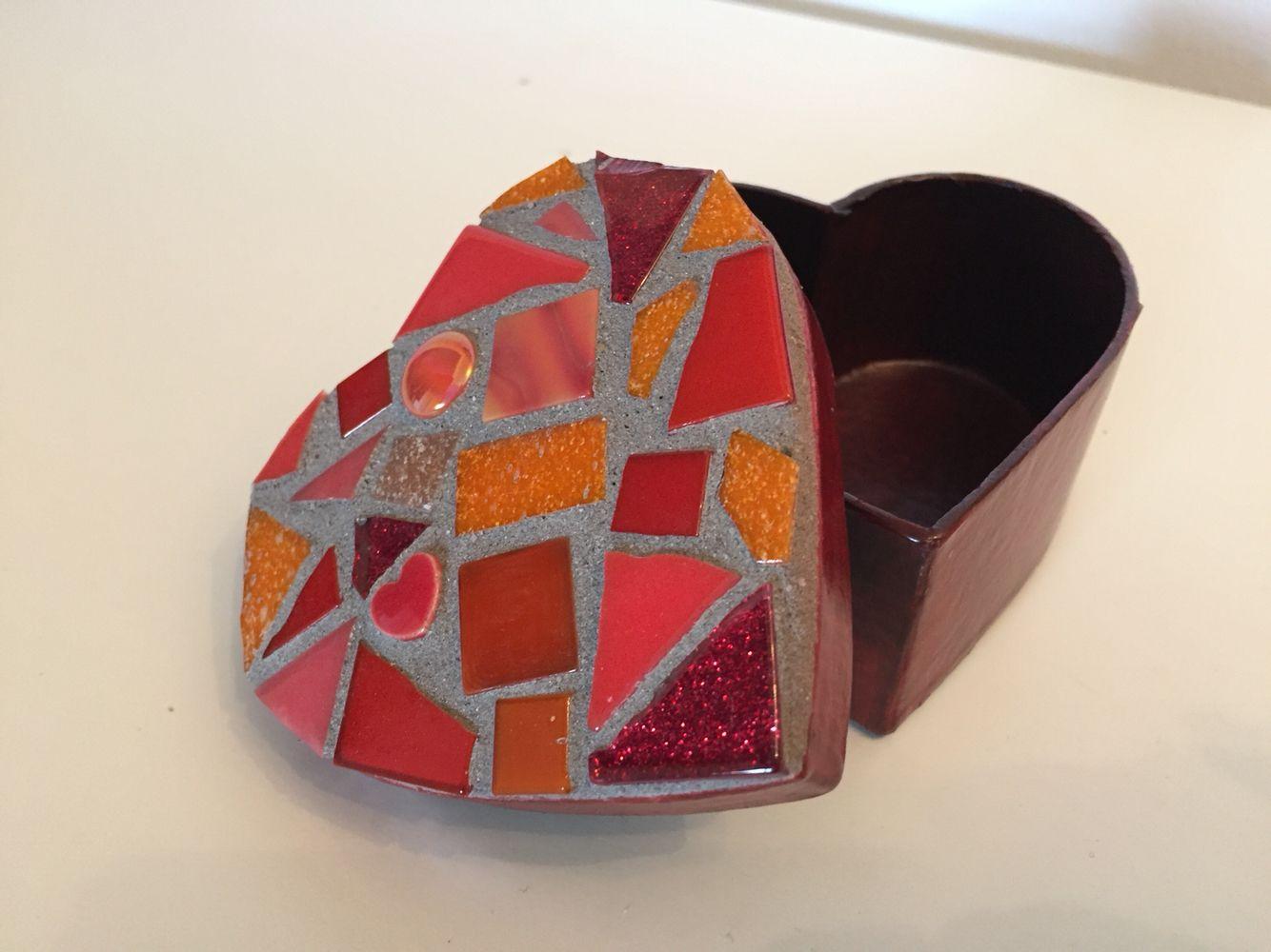 Handmade mosaic heart trinket box incorporating different shades of red and orange #handmade #mosaic #jewellery #trinkets #pretty #heart #love
