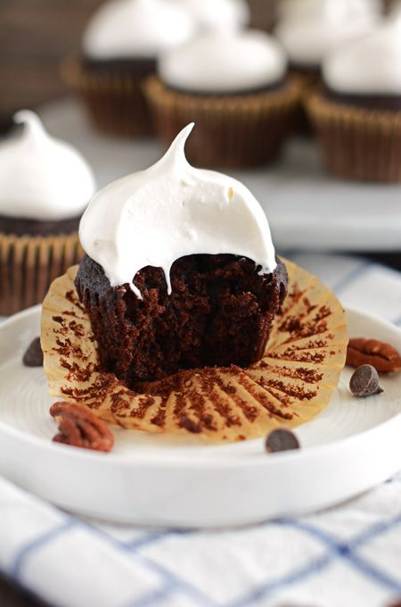 MISSISSIPPI MUD CUPCAKES WITH MARSHMALLOW FROSTING