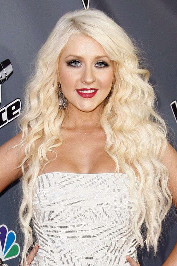 christina aguilera's long blonde waves | celebrities hair, blondes